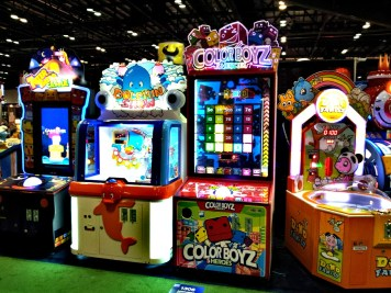 Collor Boyz, Teeter Totter Castle, Dino Family на выставке IAAPA
