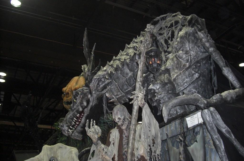 Как заработать на аттракционе ужасов в развлекательном центре?