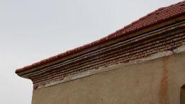 10 - Nové podhľady budov boli vybudované, preba ich však ešte dokončiť a omietnuť