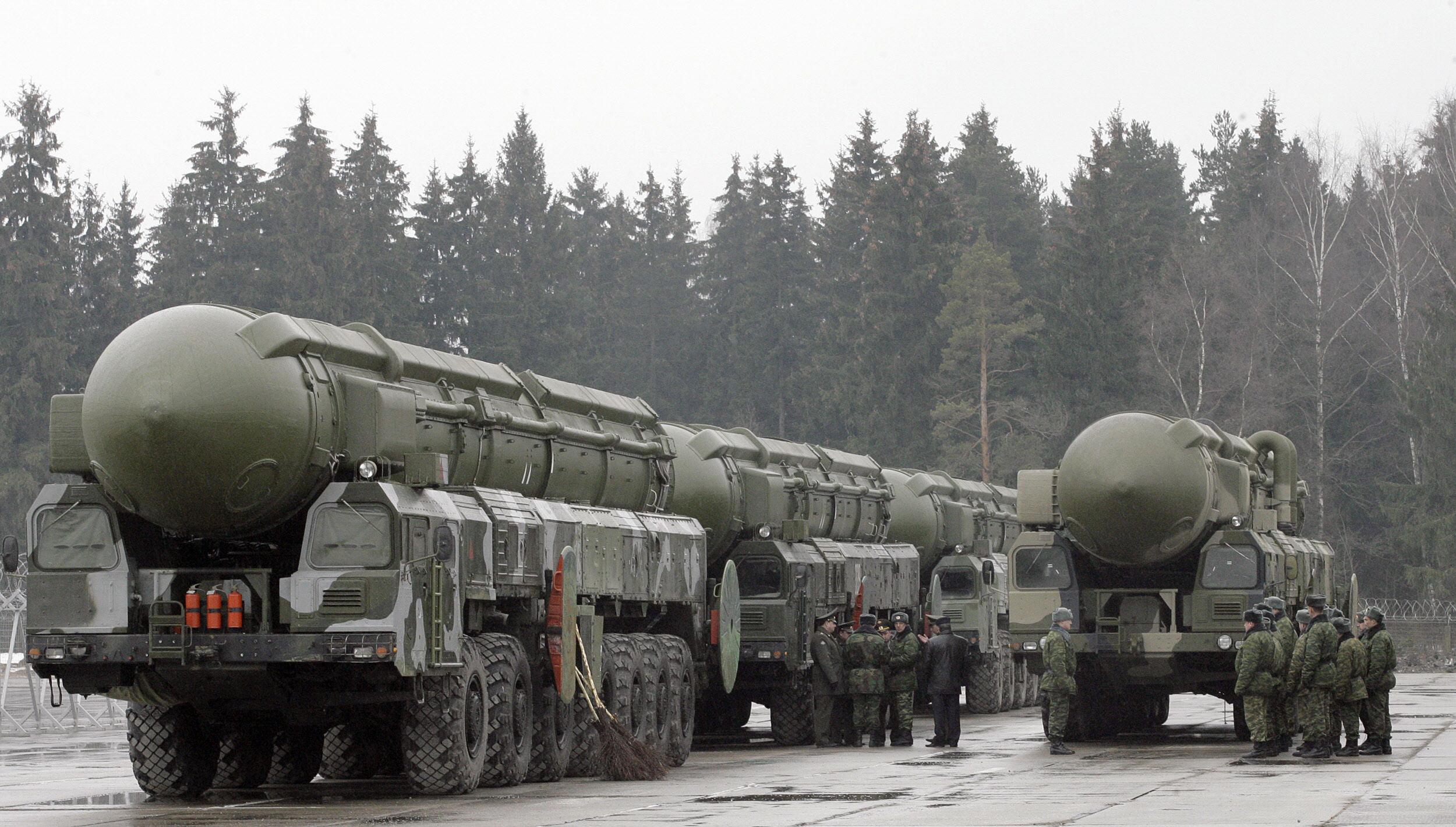Estão os EUA e Rússia se preparando para a guerra? Hacks, testes de mísseis e ameaças.
