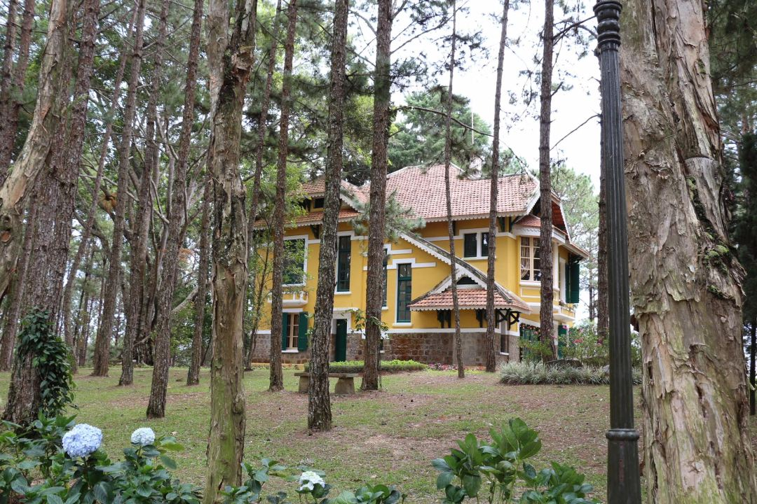 The Yellow Chalet in the Woods is a charming French-built mountain retreat, one of many built by French settlers as second homes before they left in 1954.