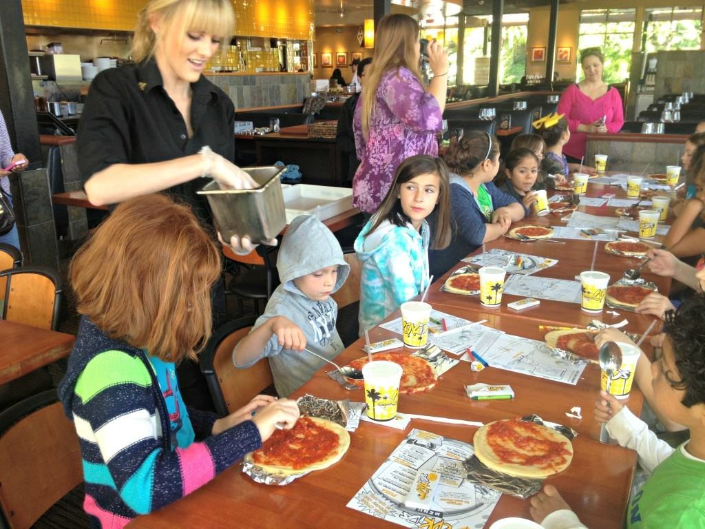 4-Pizza-Parlor-Field-Trips-for-kids-in-southern-california