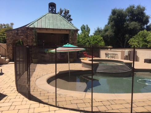 Fast install pool fencing