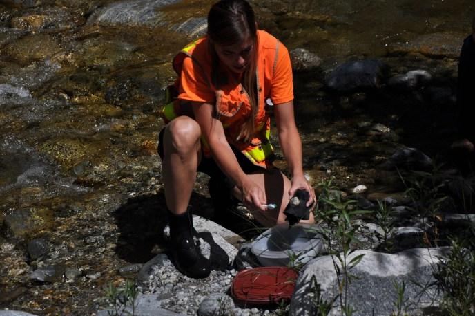 Melissa Mathis (Weston) demos algae sampling in EF SGR 2012