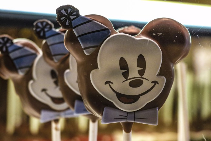 This Mickey Mouse cake pop is a bit hit on social media, being one of the most Instagramable food items of the event so far!