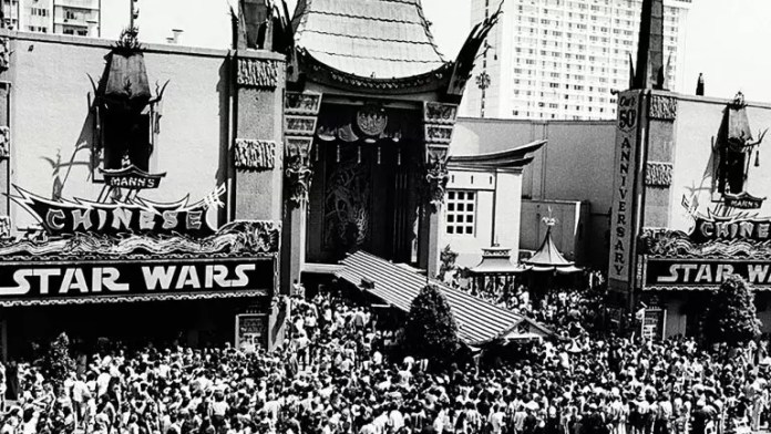 Fans await their chance to see Star Wars at Manns Chinese Theater in 1977