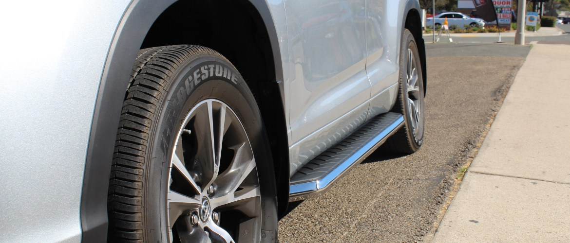 Aries Aerotread running boards for a 2018 Toyota Highlander.
