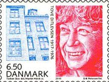 Tove Ditlevsen på dansk frimærke, 2010, med baghuset i Hedebygade på Vesterbro.