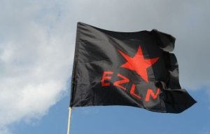 EZLN fane. Kilde: http://www.flickr.com/photos/seven_resist/2638235119/