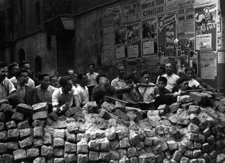 Barcelona 19 July 1936. Barricade after the nationalist uprising in Spain. Photo: unknown. Source: http://gimenologues.org/spip.php?article548 Public domain.