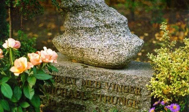 Michael Strunges grav. (Foto venligst udlånt af assistens.dk)