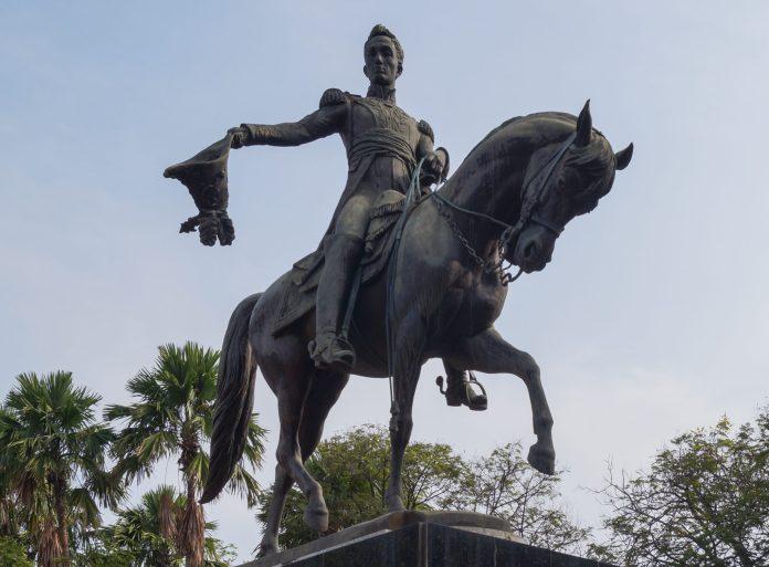 Monument Simón Bolívar. Bolívar's square, Maracaibo. 24 November 2012, 09:00:44. Source: Own work. Author: Rjcastillo. (CC BY-SA 3.0)