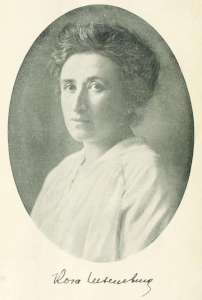 Portrait Rosa Luxemburg. Between circa 1895 and circa 1905 (?). Source: https://archive.org/stream/briefeausdemgef00luxeuoft#page/n5 Photo: Unknown. Public Domain.