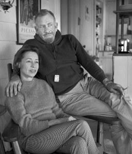 1950 Press Photo John Steinbeck and Third Wife Elaine Scott. Photo: ukendt (UPI). Public domain.