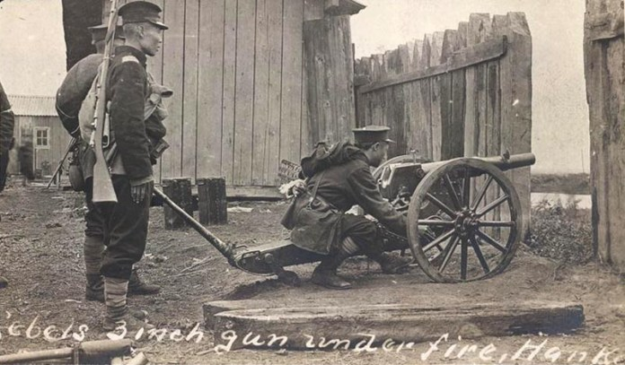 Rebels with 3 inch gun in the Wuchang Uprising 1911. Public Domain.