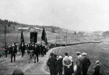 Demonstrationen i Ådalen kort før militæret begynder at skyde. Se 14. maj 1931.