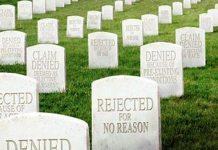 Ifølge Michael Moore dør 18.000 amerikanere hvert år på grund af manglende sygeforsikring. Foto: www.michaelmoore.com/sicko