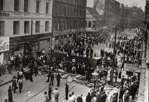 Den store barrikade på Nørrebrogade i København under folkestrejken i 1944. Source: Nationalmuseet, Danmark. http://samlinger.natmus.dk/FHM/asset/14382