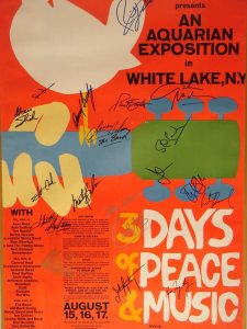 Poster med musiker-autografer.