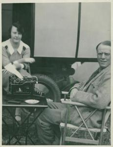 American author Sinclair Lewis with his wife, Nobel Prize in Literature 1931. Ca. 1920 Source: https://www.ebay.com/itm/Portrait-American-Writer-Sinclair-Lewis-Nobel-Prize-in-Literature-1931-Togethe/142869047535 Author: Unknown. Public domain.