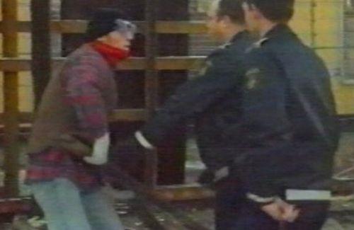 Fra Anti-racistisk Håndværkerlaug besøg ved Sandholmlejren 1998
