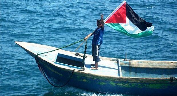 Palæstinensisk fisker byder Gaza Flotilla velkommen i 2010