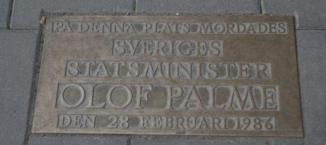 Mindeplade på det sted, hovr Oluf Palme bled skudt og døde i 1986