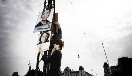 Valgplakater på Dronning Louises Bro 2011