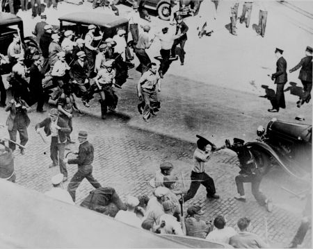 Minneapolis workers fight the police 1934