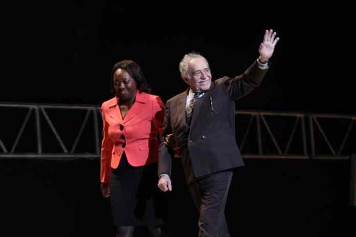 Colombias kulturminister Paula Moreno og den colombianske forfatter Gabriel García Marquez var ansvarlige for at levere