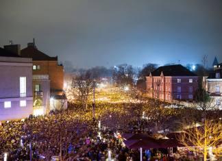 """Den """"nationale samlings"""" mindehøjtidelighed 16. februar 2015 ved Gunnar Nu Hansens Plads/Krudttønden (foto: Mark Knudsen/Monsun)"""