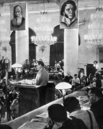 """Rapport fra M. Gorky ved Sovjetforfatterens første all-unionskongres, 1934. Kilde fra bogen MM. Kalashnikova """"Med"""" Leica """"og med en notesbog"""". Photo: Mikhail Mikhaylovich Kalashnikov (1906–1944). Public Domain."""