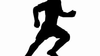 サッカーのドリブルの基本って利き足で蹴るの?