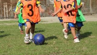 なんでサッカーのドリブルの重心は低いほうがいいの?