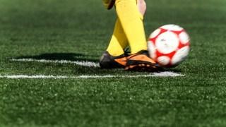 サッカードリブルの基本はアウトサイドドリブル?