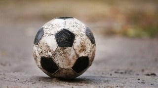 雨の日に泥で汚れたサッカーボールの洗い方とボールの手入れの仕方!