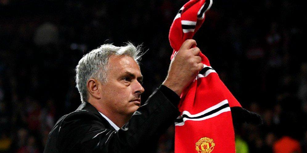 Kalah Dari Derby, Fans Desak Mourinho Mundur