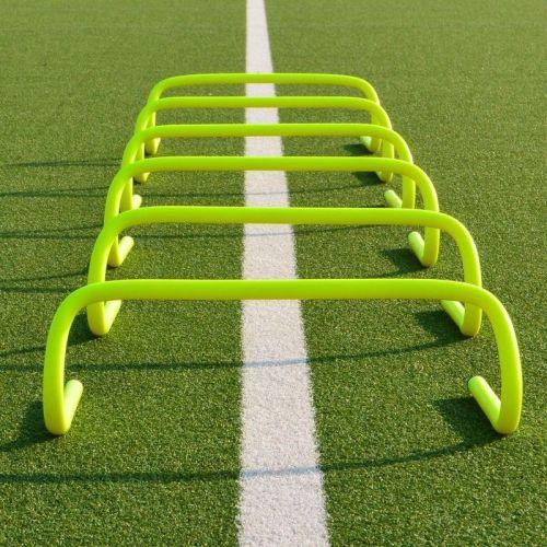 Hækken er designet til træning af børn og måler 15cm i højden. Fremstillet i hård plastmateriale.