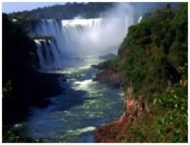 Les « cataratas » sur le rio  Iguazú, les chutes vues du côté argentin