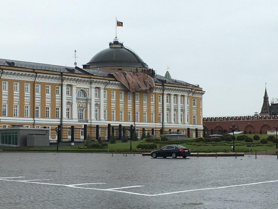 (24) Le bâtiment du Sénat au Kremlin après le passage de la tornade -Bernier