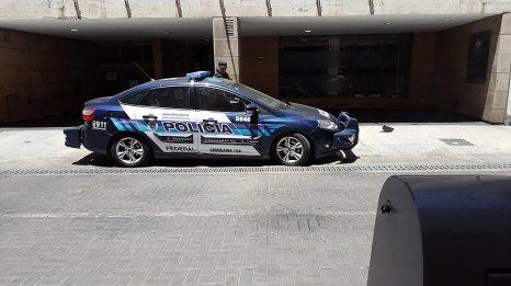 Voiture de police bien protégée _ Photo de Rémy