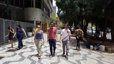 Rencontre de voyage : Jérémie (à droite sur la photo) enseigne le français à l'Alliance Française de Buenos Aires _ Photo de Rémy