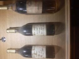 Vieux Brandy de la marque Ararat, dont une bouteille ci-dessus datée de 1902.