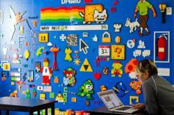Está pared llena de diseños hechos con piezas de Lego sería el sueño de muchos. Foto: Cortesía Facebook