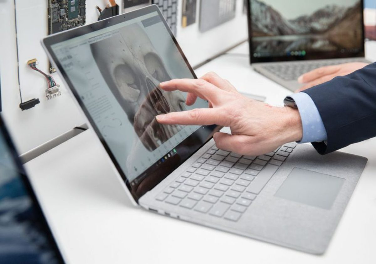 Surface laptop ekran