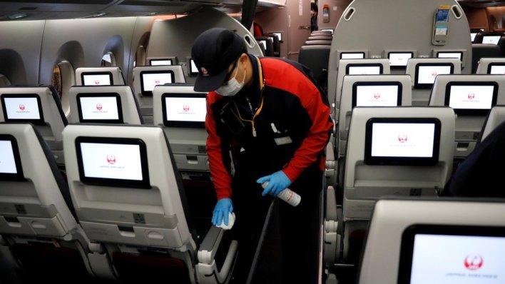 Mnoge avio kompanije planiraju da nastave sa letenjem, ali prvo moraju da smanje rizik od prenošenja Kovida-19