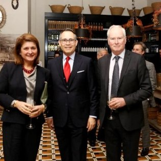 Sheila Lyall, Federico Alberto Cuello Camilo y Mark Lyall Grant