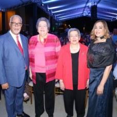 Nelson Landestoy, Noris Perelló, Daisy Perelló y Julia Castillo