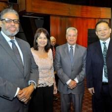Modesto Guzmán, Mili Toca, Nelson Toca y Shi Gang.