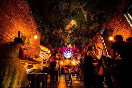 couples dining and drinking at storyville's melbourne restaurant